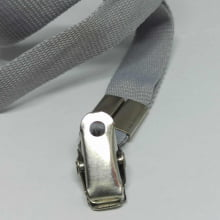Cordão Liso 15mm para crachá c/ presilha clips jacaré cinza