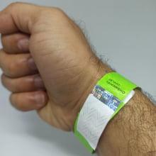 Pulseiras Identificação Eventos e Festas Tyvek Verde Fluor/Green personalizadas em preto (min  100)